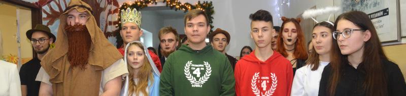 """Jasełkowe występy uczniów """"Ekonomika"""" wParmie"""